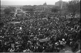 Peace marchers at the state capitol in St. Paul, May 1970.  As the war dragged on, anti-war sentiment grew into a movement.  No other war in US history was as controversial.  (St. Paul Pioneer Press/Minnesota Historical Society)